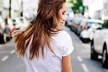 Λιπαρά μαλλιά  Η απλή λύση που δεν σας περνά από το μυαλό c1ab4478075